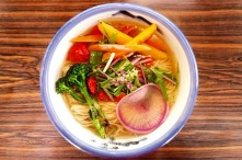 拉麵野菜顏色鮮豔