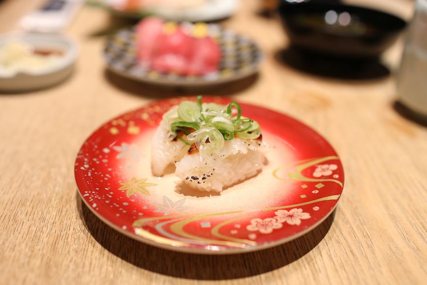 羽田機場必吃築地市場直送壽司生魚片炙燒比目魚