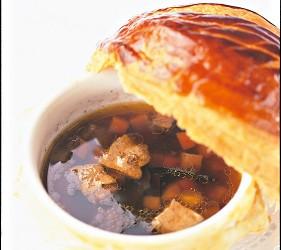 Maison Paul Bocuse 1975年にエリゼ宮にてV.G.E.に捧げたトリュフのスープ