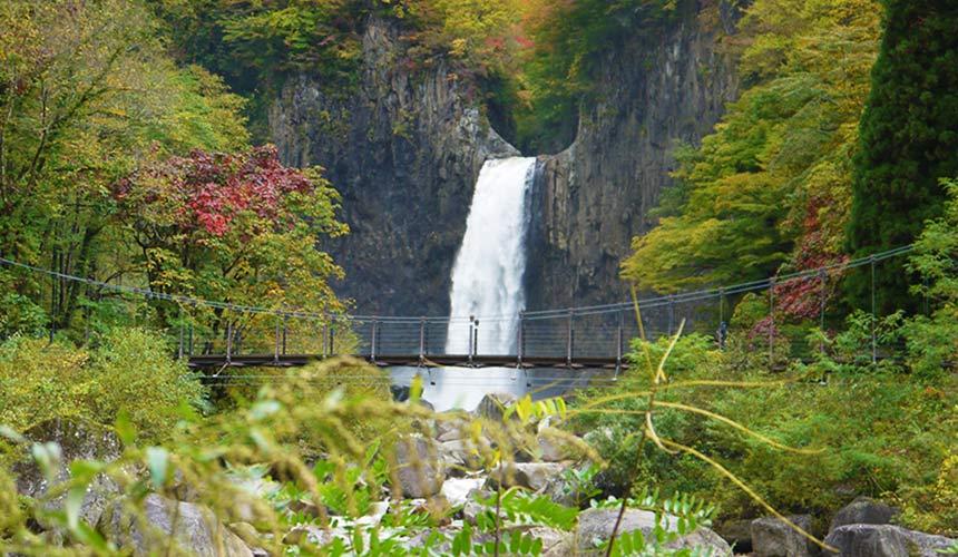 信濃町能量景點苗名瀧瀑布