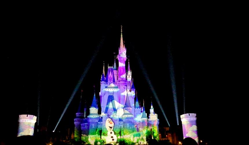 2018東京迪士尼樂園特別活動「安娜與艾莎的冰雪夢幻」的絢爛夢幻城堡投影秀「冰雪奇緣:經典永恆」