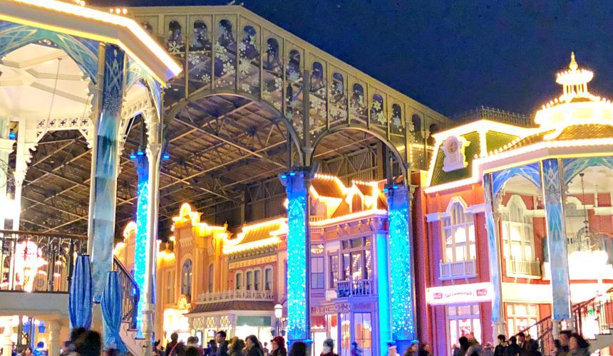 2018東京迪士尼樂園特別活動「安娜與艾莎的冰雪夢幻」期間美麗的冰雪奇緣風格園區裝飾