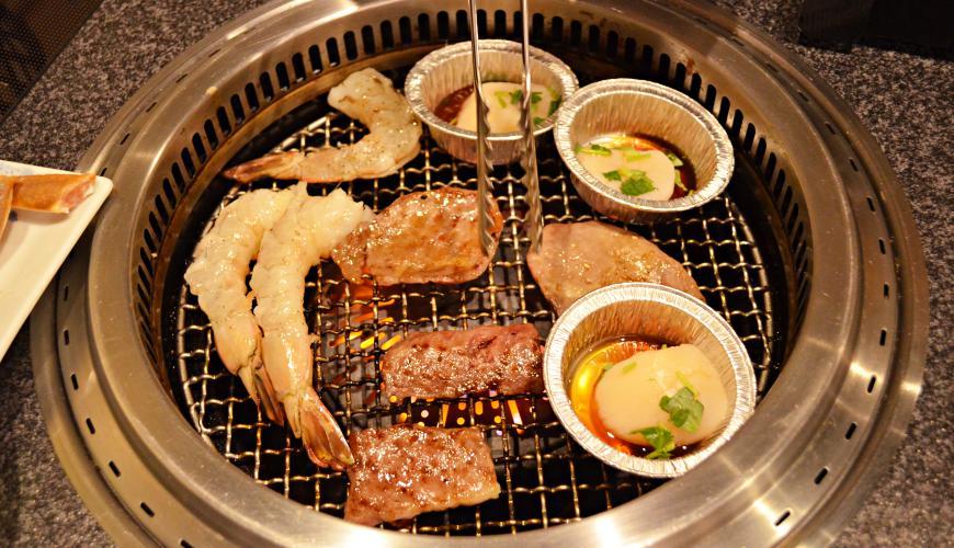 日本和牛吃到飽東京人氣燒肉名店「六歌仙」燒肉海鮮燒烤中
