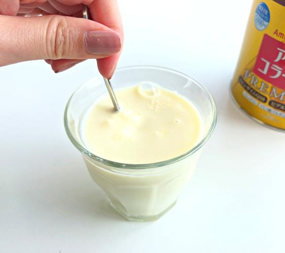 日本藥妝店必買No.1!明治金色版「膠原蛋白粉PREMIUM」加入豆奶試喝