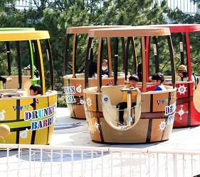 日本橫濱八景島海島樂園的遊樂設施天旋地轉