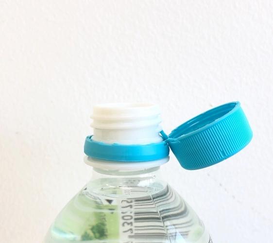 日本JR東日本車站的自動販賣機瓶蓋不會掉的「From AQUA」礦泉水