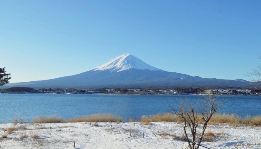 安排一場東京都外的近郊小旅行吧! 行程都集中在市區購物逛街,難免覺得枯燥,因此適當安排近郊小旅行是很重要的!東京出發單趟車程1小時~2小時的景點選擇非常多,如果已拜訪過知名的鎌倉和江之島,那麼第二次到東京時則推薦去河口湖、箱根、輕井澤、川越等,都是非常適合一日來回的景點。  Less is more 越簡單越好! 初次玩東京時,難免會想要把行程表給塞得滿滿的,以致於有些走馬看花。因此準備第二次玩東京的你,別忘了「Less is more(少就是多)」為最高原則。一天選擇一至二個重點行程,多留些時間慢慢