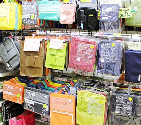 「シモジマ 下岛包装广场 浅草桥本店」贩售的行李箱电脑包内用袋配件