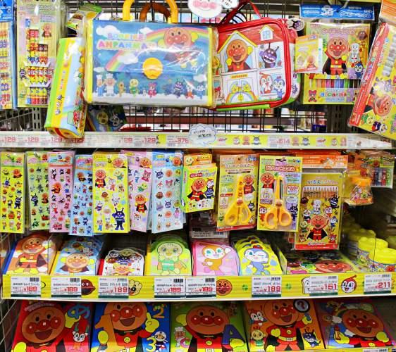 「シモジマ 下岛包装广场 浅草桥本店」贩售的面包超人文具开学系列
