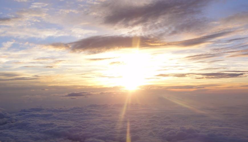 在富士山頂看到的日出