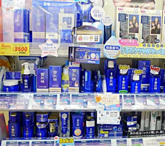 「くすりの福太郎 浅草店」販售的雪肌精系列產品