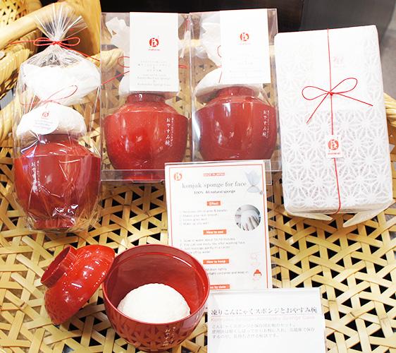 東京成田機場必買藥妝店家「makanai cosmetics」的洗臉用蒟蒻和收納碗組合