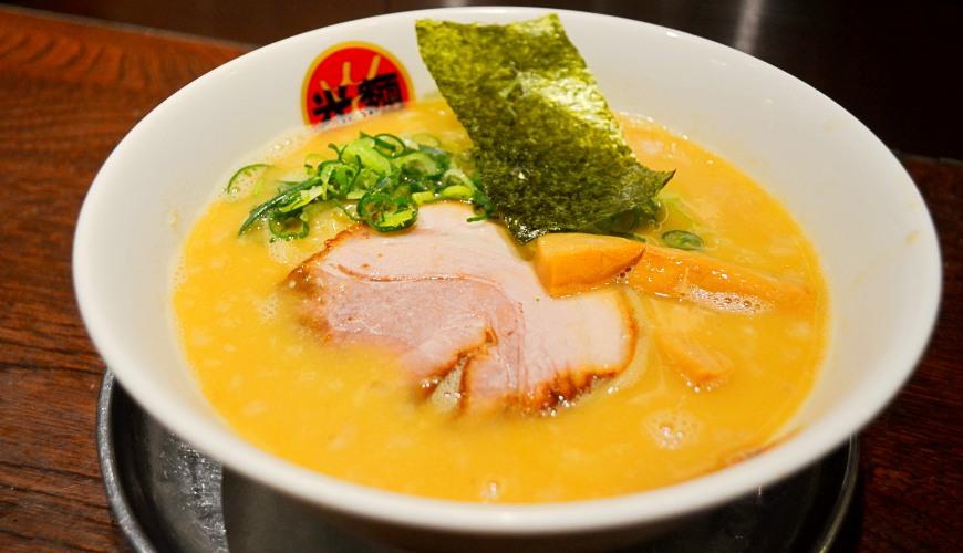 東京池袋豚骨拉麵人氣店「光麵」的熟成光麵豚骨醬油