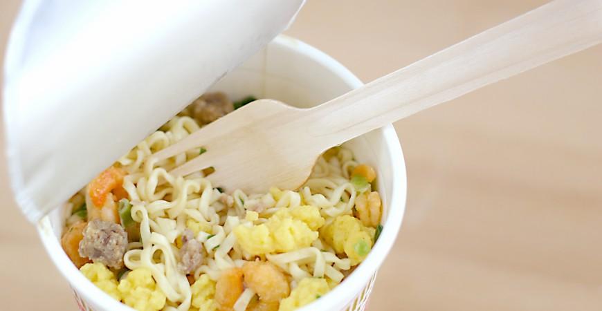 日本泡麵杯麵推薦推介最好吃必吃必食必買的麵被夾起