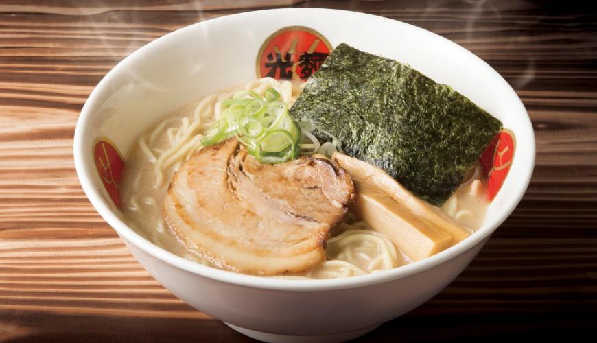 日本東京豚骨拉麵人氣店「光麵」:熬煮12小時的熟成湯底與麵條的雙重奏