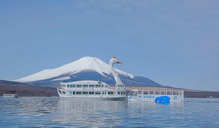 日本的富士山附近的山中湖上可搭天鵝船