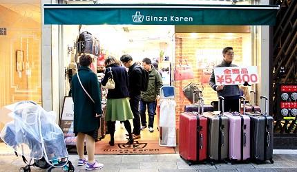 東京銀座買包推薦人氣行李箱、包包專賣店「Ginza Karen」店門口