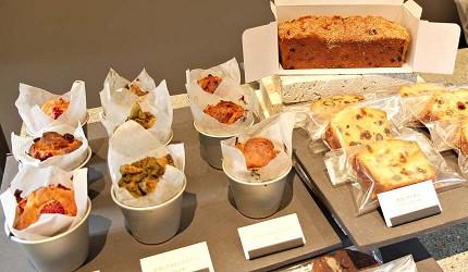 「REVIVE KITCHEN THREE」的馬芬和磅蛋糕
