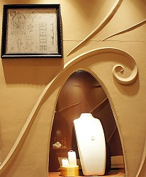 日本最大的訂製珠寶飾品店「K.UNO」牆面設計