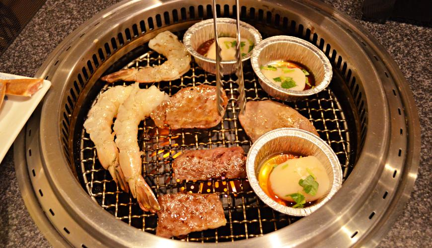 日本和牛吃到饱东京人气烧肉名店「六歌仙」烧肉海鲜烧烤中