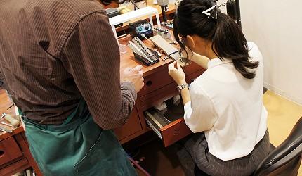 日本最大的訂製珠寶飾品店「K.UNO」職人指導中