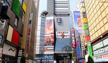 歌舞伎町内的哥吉拉晚上没有点灯,白天去看比较清楚