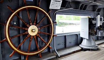 可登艦參觀三笠艦的軍事設備