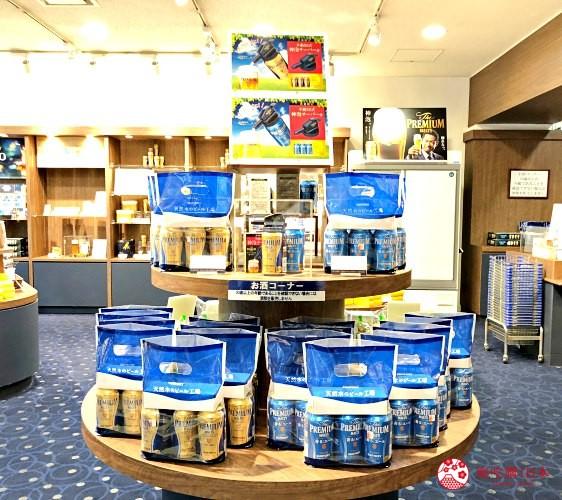 東京免費景點推薦:可以免費試喝啤酒「SUNTORY三得利東京武藏野啤酒工廠」的伴手禮店裡的「The Premium Malt's」啤酒與「神泡」綿密泡沫機組合