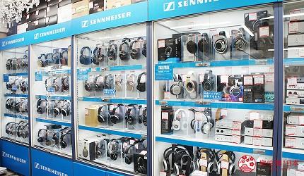 東京中野必去耳機店「FUJIYA AVIC」的店內可以試聽中古耳機