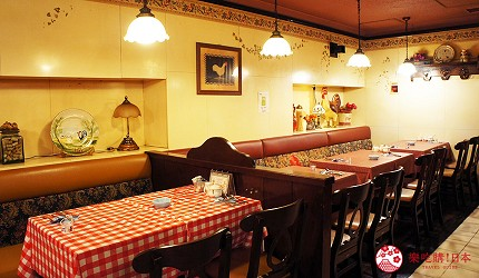 東京極品蛋包飯推薦「RAKERU」的室內用餐空間