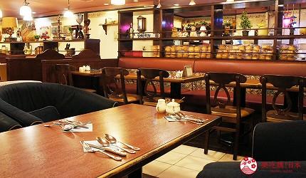 東京極品蛋包飯推薦「RAKERU」的室內沙發座位