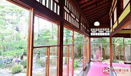 東京柴又老街推薦必去日本庭園「山本亭」的書院式庭園落地玻璃窗