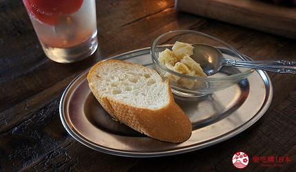 西新宿居酒屋「charcoal grill & bar 我樂多家」法國麵包無限續加