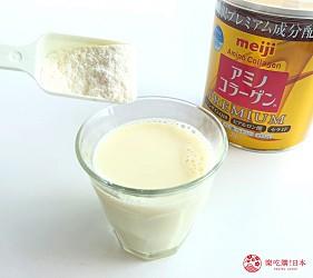 日本藥妝店熱賣的明治「膠原蛋白粉」、「膠原蛋白粉PREMIUM」加入豆漿中試喝