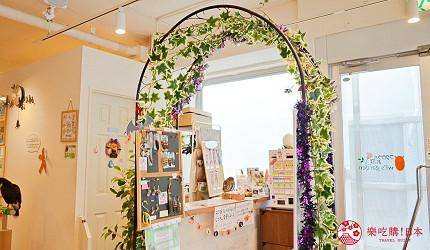 東京原宿貓頭鷹咖啡廳推薦「貓頭鷹庭園」的店門口花圈