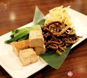 東京高田馬場燒肉激戰區的A5黑毛和牛絕品美味「吟まるJr.」的涼拌拼盤(ナムル盛合せ)