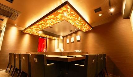 東京高級和牛涮涮鍋推薦新宿歌舞伎町「牛龍」的室內吧台座位