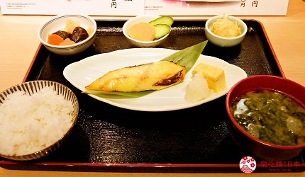 築地市場美食推薦「味の浜藤」的銀鱈魚西京燒御膳(銀だら西京焼御膳)附飯、湯品、小菜
