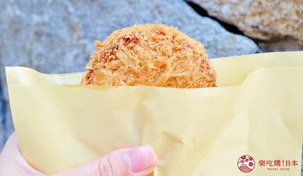 築地市場美食推薦「味の浜藤」的特大炸鮪魚肉餅(特大マグロメンチ)
