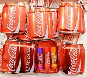 台場景點aqua city逛街購物Coca-Cola Store護唇膏