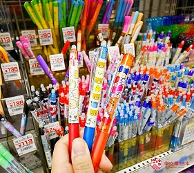 「シモジマ 下岛包装广场 浅草桥本店」贩售的卡通圆珠笔