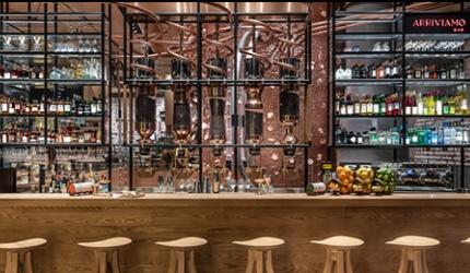 隈研吾設計東京中目黑「星巴克臻選®東京烘焙工坊」三樓的「ARRIVIAMO BAR」