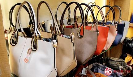 东京银座人气行李箱、包包专卖店「Ginza Karen」的店内的包包商品种类多元