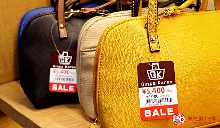 东京银座人气行李箱、包包专卖店「Ginza Karen」的店内的包包商品与5,400日元价格标签
