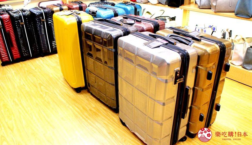东京银座人气行李箱、包包专卖店「Ginza Karen」的店内行李箱商品
