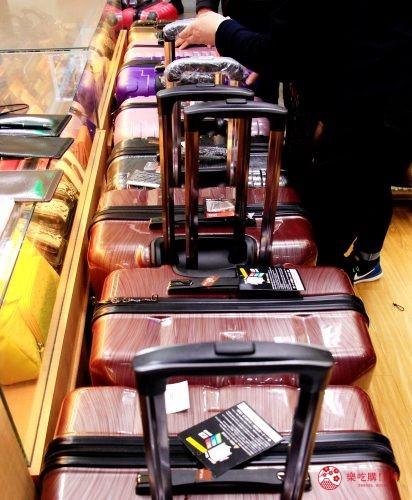 东京银座人气行李箱、包包专卖店「Ginza Karen」的结帐盛况