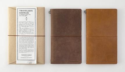 人氣文具「TRAVELER'S notebook」與「星巴克臻選®東京烘焙工坊」的合作商品「Starbucks Reserve® Roastery TRAVELER'S notebook」有茶色與焦糖色