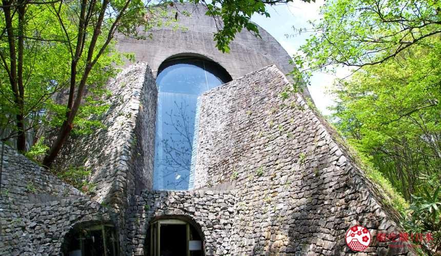 日本長野輕井澤一日遊必去人氣景點「石之教堂」一景