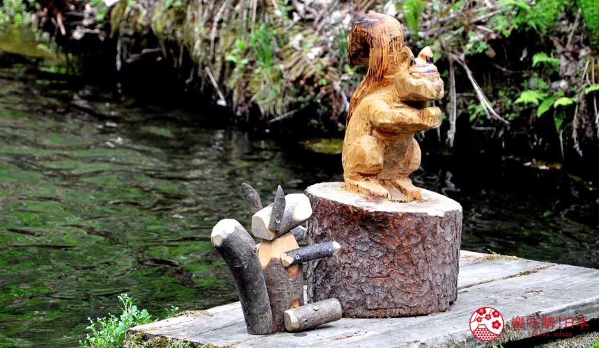 日本長野輕井澤一日遊必去人氣景點白絲瀑布的動物木雕