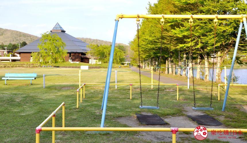 日本長野輕井澤一日遊必去人氣景點日劇《四重奏》象徵性場景鹽澤湖湖畔的「輕井澤大賀音樂廳」附近的盪鞦韆
